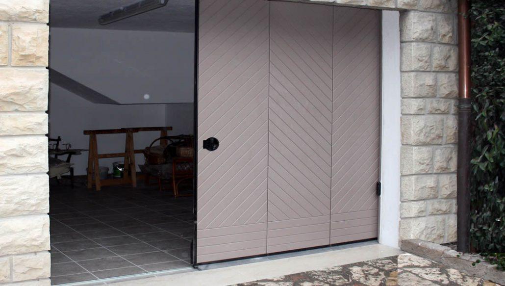 Porte e portoni garage scorrevoli laterali e verticali - Porta garage scorrevole ...