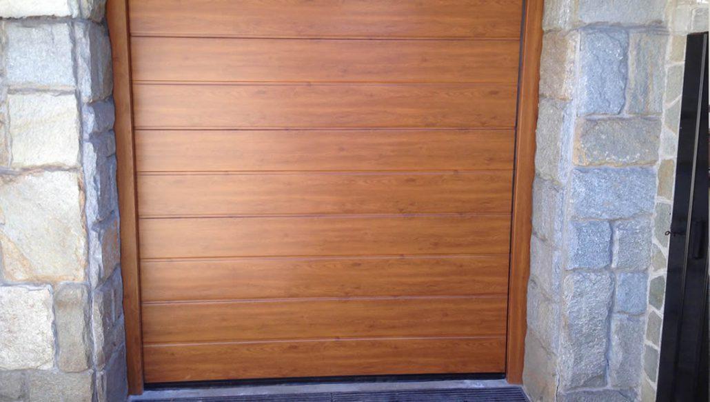 Porte garage effetto legno Armo - Caratteristiche e brochure