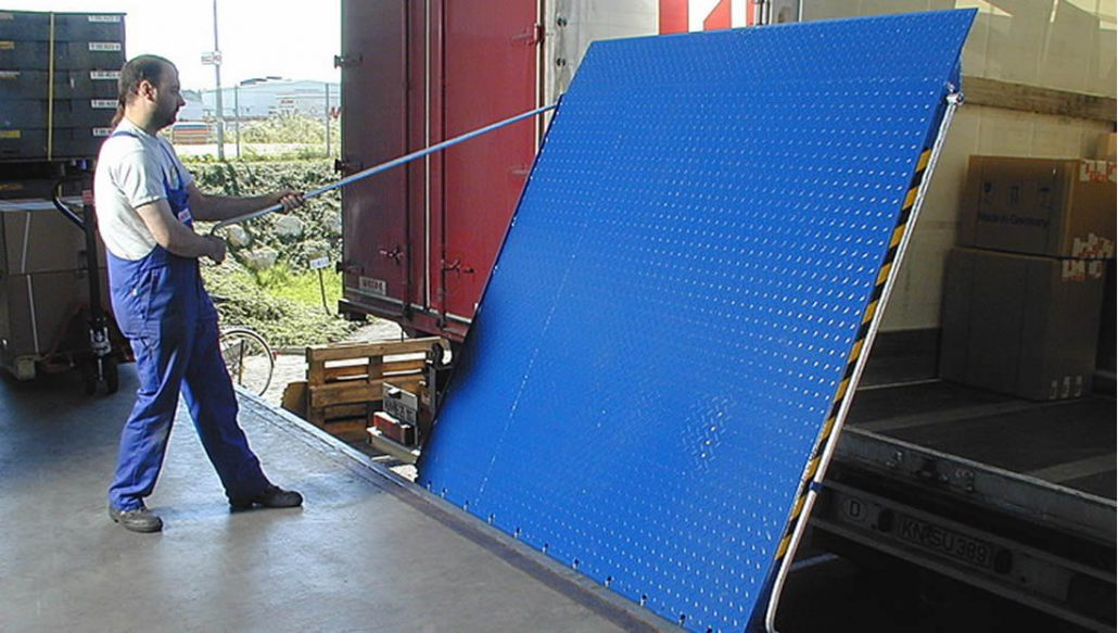 Rampa idraulica di raccordo con sponda in alluminio armo for Rampe di carico in alluminio