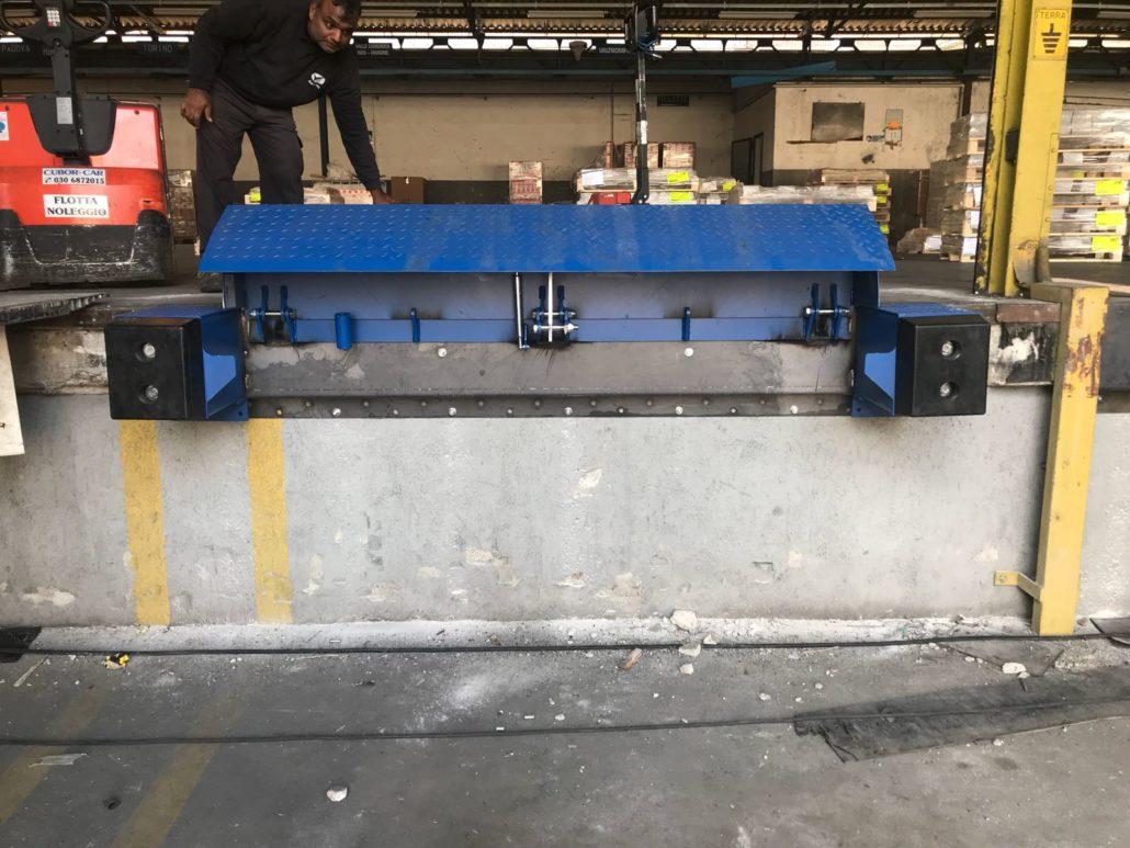 Mini rampa da banchina armo in versione manuale ed idraulica for Rampe da carico usate